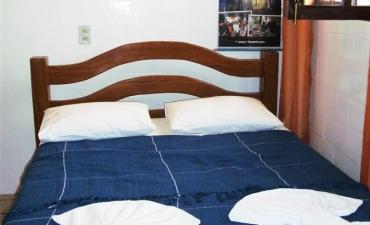Galeria: Fotos do quarto suíte clássica com ar  uma cama de casal e uma beliche